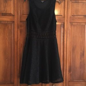 🆕🔥Lined Lace LBD With Daisy Lace Waist